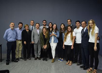 Alumnos de la U. Finis Terrae en los nobel del emprendimiento social