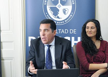 """Profesor español se reúne con docentes de Derecho: """"Hay que elevar el nivel de la política"""""""