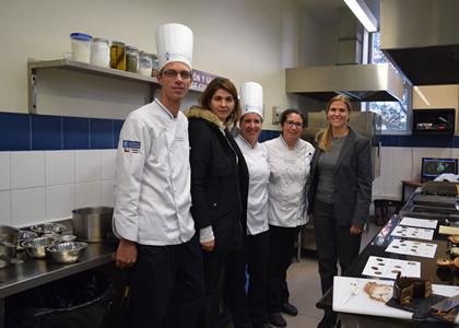 Representante de chocolates Valrhona dictó charla a alumnos de Artes Culinarias