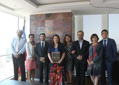 Profesora María Luisa Baltra fue invitada por el Ministerio de Minería a dar charla a los abogados de su fiscalía