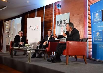 """Roberto Ampuero y Mauricio Rojas presentaron su libro """"Diálogo de Conversos 2"""""""
