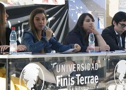 """Diputada Maite Orsini (RD): """"No podría ser una buena parlamentaria sin la formación jurídica de la Finis Terrae"""""""