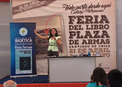 Instituto de Bioética de la U. Finis Terrae participó en Feria del Libro Plaza de Armas de Santiago 2017
