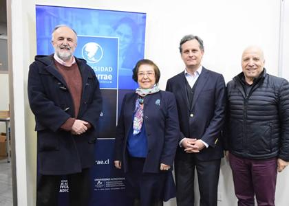 """Escuela de Literatura presentó el libro  """"El universo abierto de William Shakespeare"""" de Ana María Maza"""