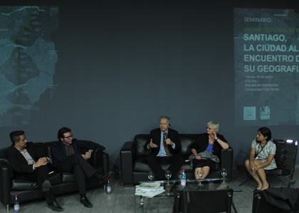 """Arquitectura realizó seminario """"Santiago, la ciudad al encuentro de su geografía"""""""