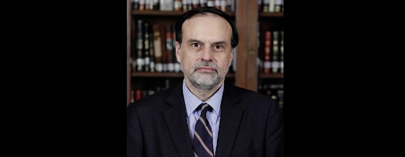 Profesor Enrique Navarro realiza visita protocolar al Tribunal Constitucional