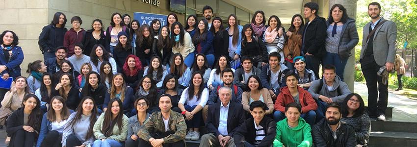 Profesor Hernán Bertwart Torrens dicta clase Magistral a alumnos de la Escuela de Psicología