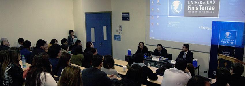 Fiscal Ximena Chong presenta libro de profesor Rodrigo Ríos sobre Contrabando