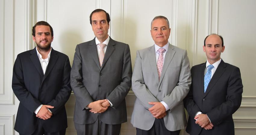 Corporación Formando Chile y U. Finis Terrae entregarán becas de estudio