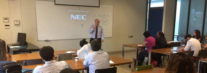 Profesor Antonio Amado dictó charla en claustro docente de la Escuela de Psicología