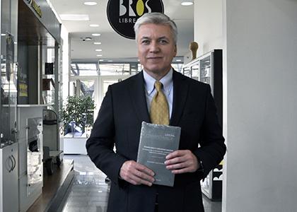 Profesor Canut de Bon publica libro que busca prevenir incumplimiento legal en empresas