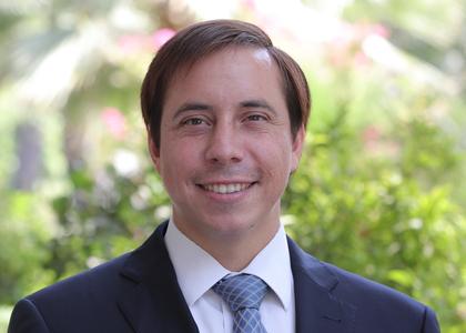 El Líbero | Profesor Cristóbal Aguilera analizó la importancia de asumir el deber de la solidaridad y planteó que la ética del progreso ha generado más frustración que felicidad