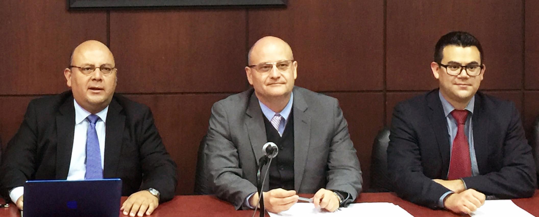 Profesor Rodrigo Barcia expone en importante seminario de Derecho en Ecuador