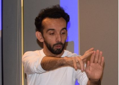 Cátedra Siglo XXI: El mimo contemporáneo Rodrigo Gaete analizó el rol del cuerpo en el arte escénico