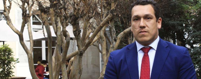 """Óscar Olivares: """"El Diplomado en Derecho Laboral de la Función Pública es el primer programa en Chile en estudiar los derechos laborales de los trabajadores del Estado"""""""