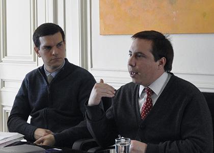 Debaten sobre noción de servicio público en Encuentro de Investigación de Derecho