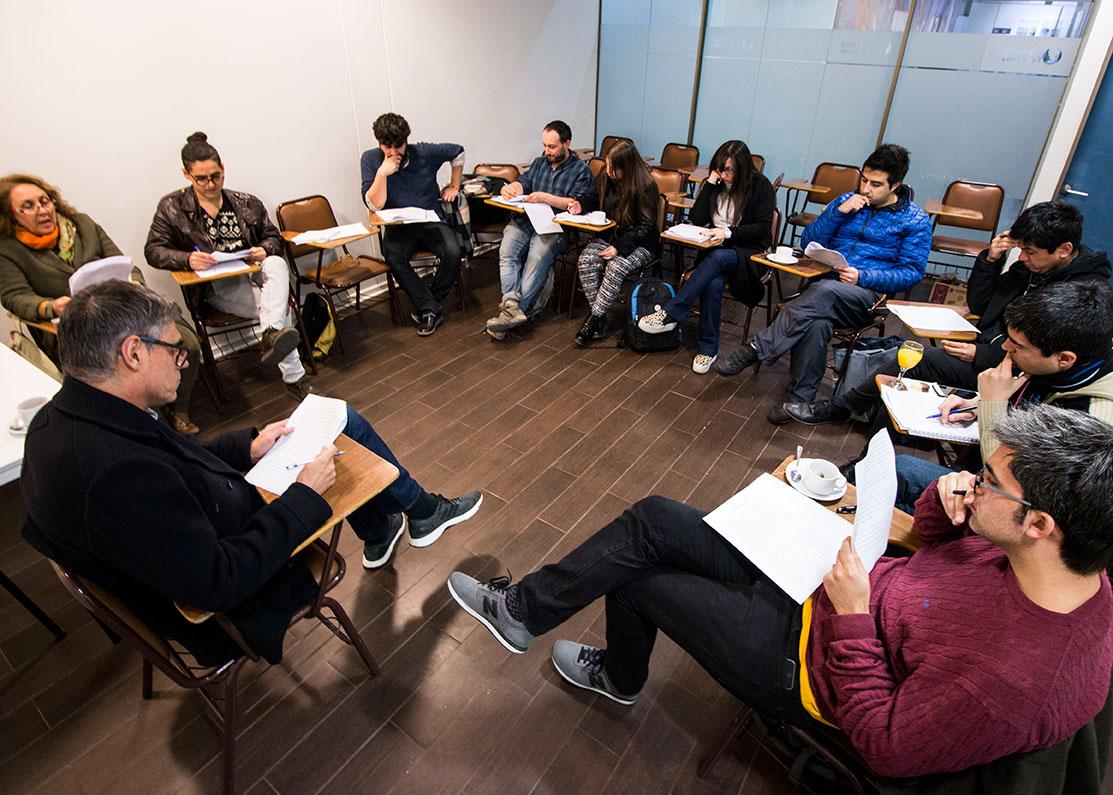 Escritor Pablo Simonetti dio inicio a la  8ª versión del taller literario para futuros escritores