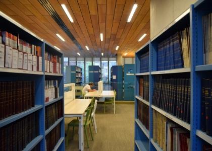 Biblioteca U. Finis Terrae: contesta la encuesta de satisfacción y participa por diferentes libros