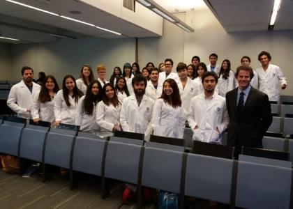 Escuela de Psicología Universidad Finis Terrae realizó ceremonia de entrega de delantales