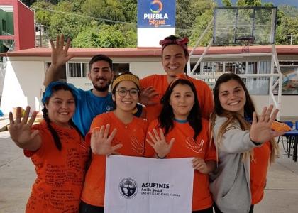 Estudiantes de la U. Finis Terrae viajaron a México a construir viviendas