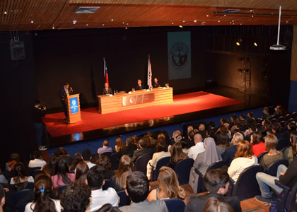 Universidad Finis Terrae destacó a sus mejores alumnos