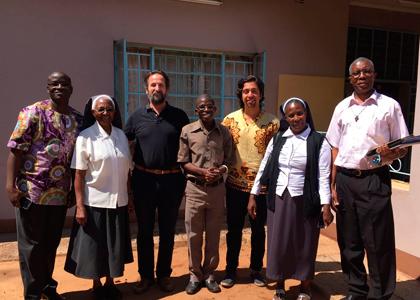 Escuela de Medicina participará en misión de ayuda a África con el Proyecto Fundación UBUNTU