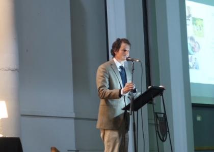 Decano Klaus Droste expuso sobre relevancia de la relación padre-hija en Seminario Seduc