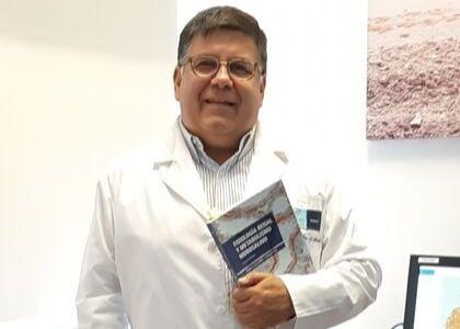 Libro de académico de la Escuela de Medicina es seleccionado por la editorial Springer Nature para ser traducido al inglés