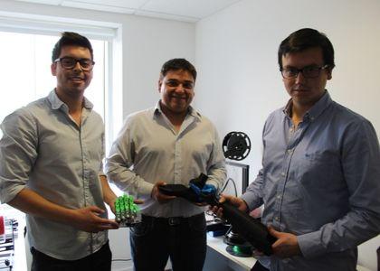 Inclusión: Conoce el proyecto de dos estudiantes y un egresado Finis Terrae para crear prótesis de impresión 3D personalizadas y a bajo costo