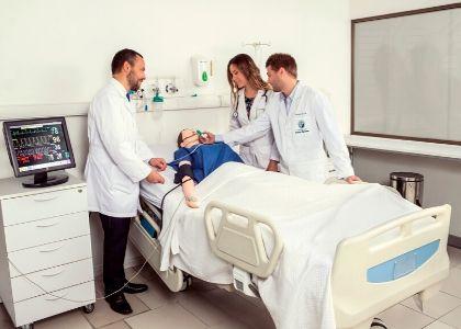 Medicina U. Finis Terrae es una de las cinco escuelas con mejor rendimiento en el EUNACOM
