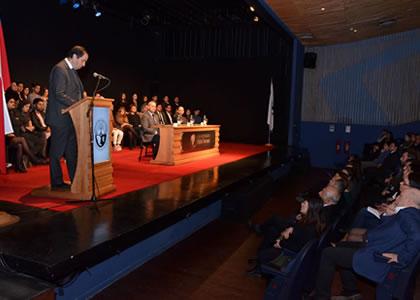 Universidad Finis Terrae premia a sus mejores alumnos