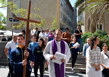 Pastoral U. Finis Terrae realizó Vía Crucis