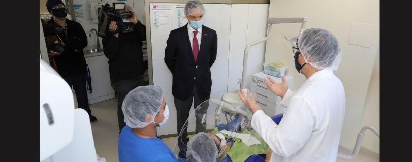 """Subsecretario de Educación Superior en visita a la U. Finis Terrae: """"Da tranquilidad ver el nivel de seguridad sanitaria que existe respecto de los estudiantes y funcionarios"""""""